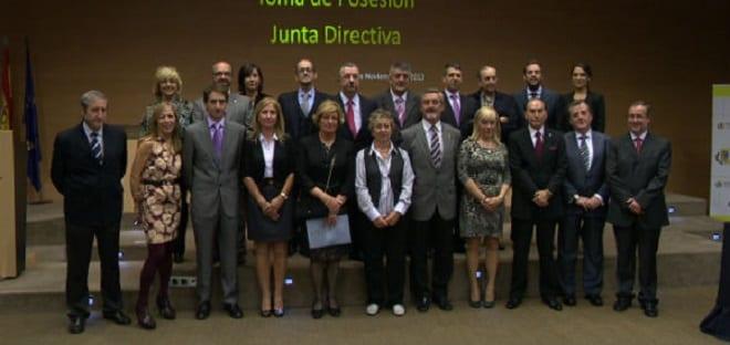 Mariano Bueno presente en la toma de posesión de la nueva junta del Colegio de Médicos de Zaragoza