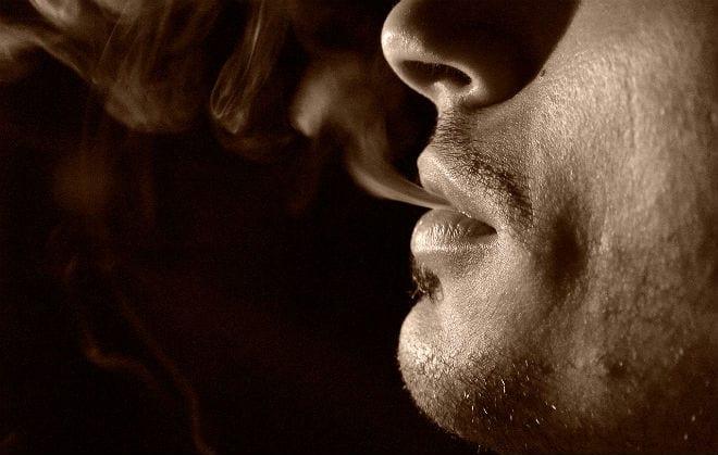 El tabaco afecta mucho a nuestra boca. ¿Por qué no lo dejas?
